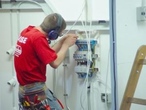 Контрол на ел. уредби и съоражения до 1000V